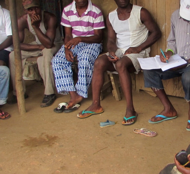 Tewor District DPD facilitate dialogue with community members in Camp 3, Liberia ©Conciliation Resources/IREDD