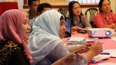 Women in Bangsamoro discussing referendum