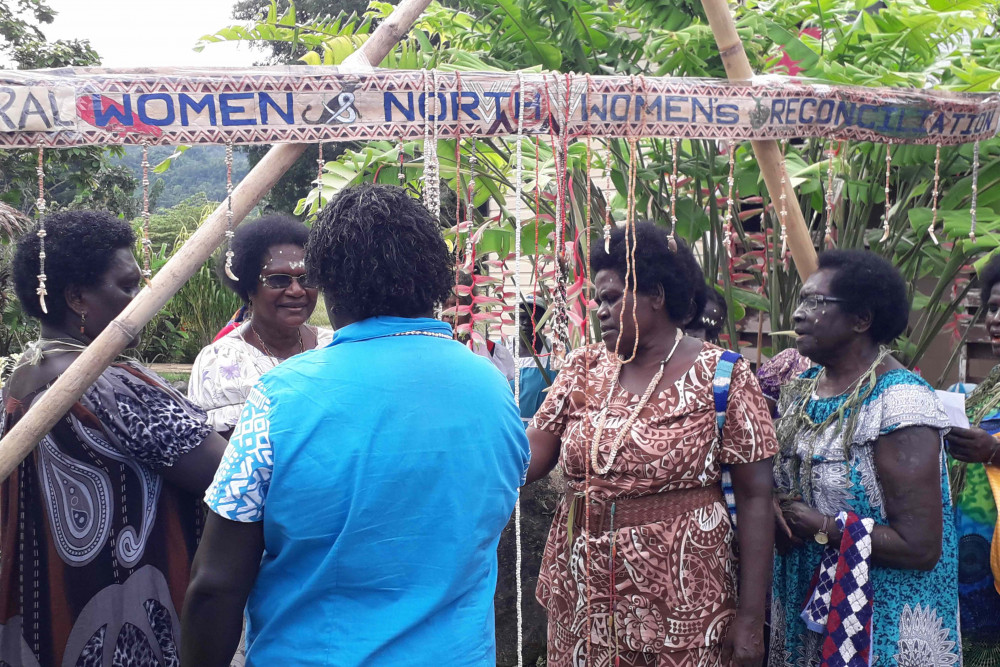 Peace dialogues at the Women Leaders Forum in Bougainville © Barbara Tanne