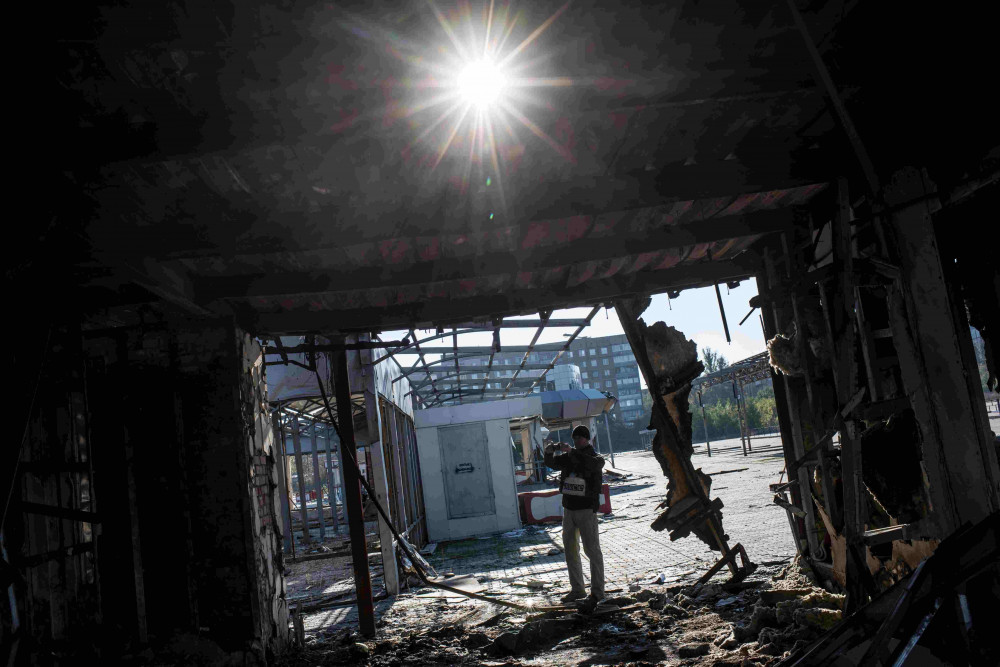 OSCE Special Monitoring Mission to Ukraine monitors making site impact assessment,