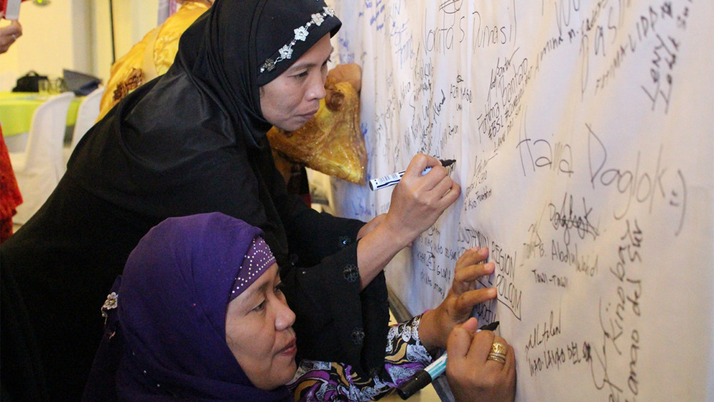 women working together for peace